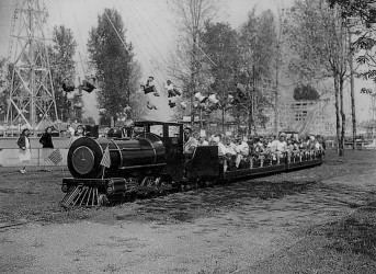 jantzen-beach-amusement-park-steam-train