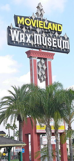 movieland-wax-museum-sign-post-buena-park