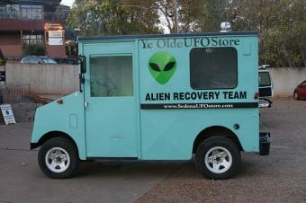 ye-olde-ufo-store-alien-recovery-truck