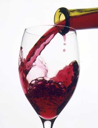 Красное вино защищает сердце.
