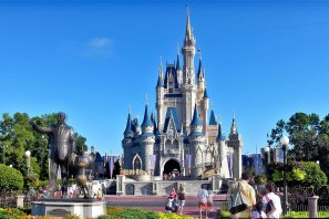 walt-disney-world-castle-statue