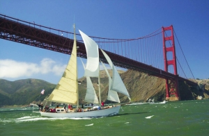 sailing_under_golden_gate