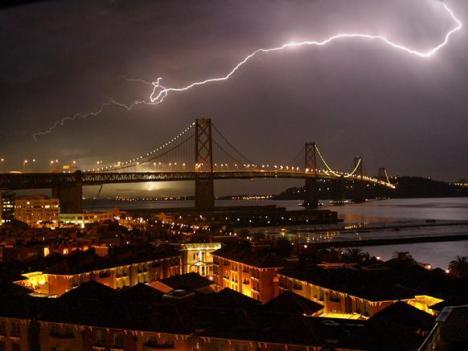 SF-lightning-bolt-night