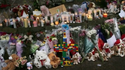 Sandy Hook Memorial candles & teddy bears